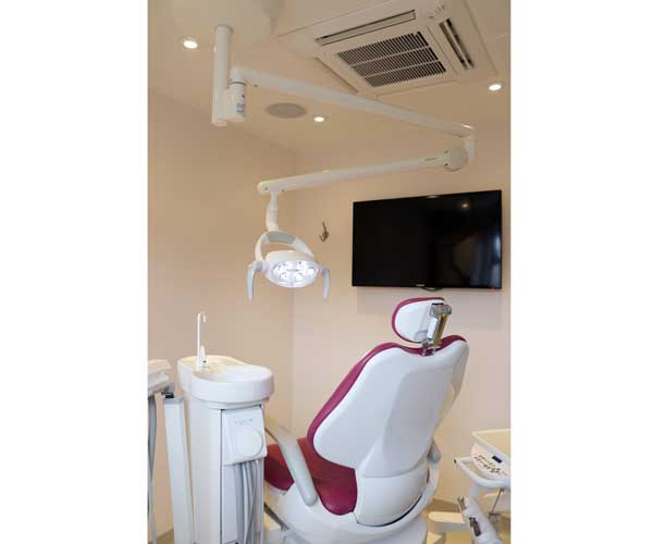 The Daray EXCEL LED Ceiling Mount Dental Light